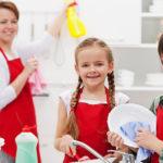Ab wann können Kinder im Haushalt helfen?