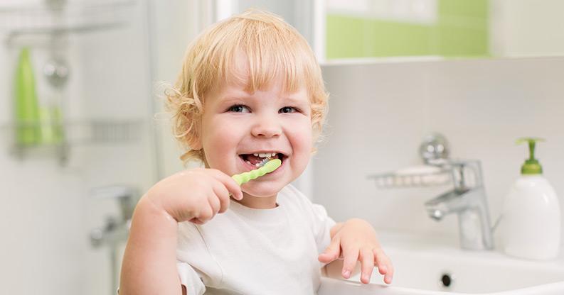 Wie man Kindern das Zähneputzen beibringt